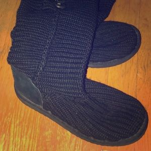 Black knit UGG boot hi